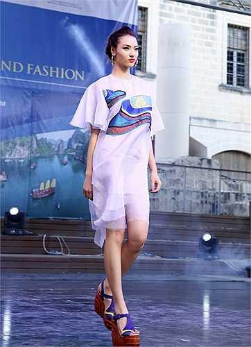 Bên cạnh Hoàng Hải, show thời trang còn có sự góp mặt của nhà thiết kế Xuân Lê