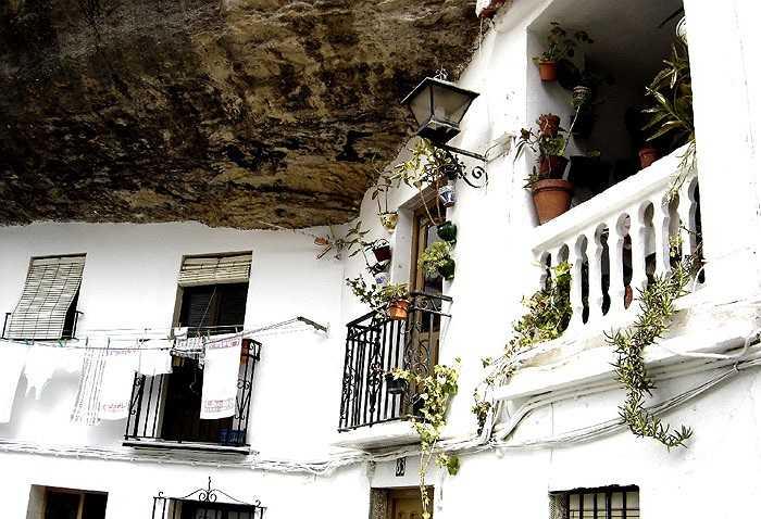 Ngày nay, thị trấn Setenil đã phát triển sầm uất và trở thành điểm du lịch nổi tiếng của Tây Ban Nha.