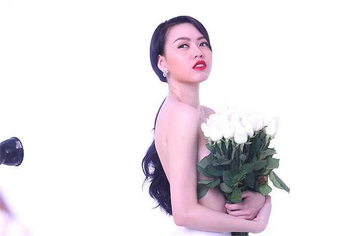 Vũ Hoàng Điệp cho biết, cô có thể chụp ảnh bán khỏa thân nghệ thuật, nhưng lại không thích chụp ảnh khỏa thân hoàn toàn.