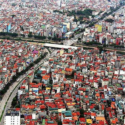 Đường Đào Tấn, chạy qua trước mặt Lotte Center Hanoi, cắt đường Bưởi và nối liền với đường Nguyễn Khánh Toàn.