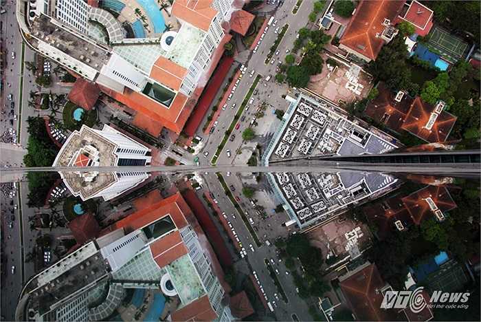 Một góc khác nhìn từ đỉnh Lotte Center Hanoi xuống dưới chân tòa nhà.