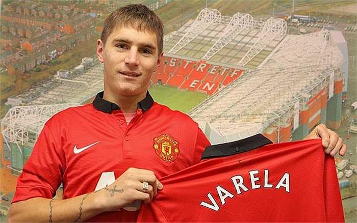 Guillermo Varela được mang về từ Penarol với giá 2.4 triệu Bảng, được kì vọng sẽ là sự thay thế chất lượng cho Rafael ở vị trí hậu vệ phải. Nhưng đến lúc này, Varela chưa một lần được khoác áo đội một.