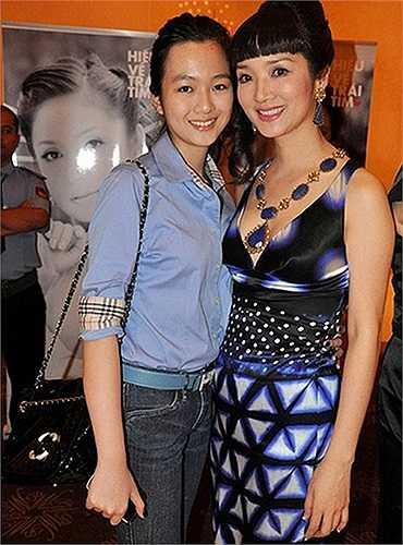 Cùng ngắm vẻ đẹp của hai mẹ con Hoa hậu đền Hùng Giáng My: