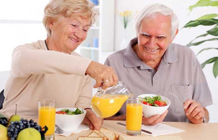 Các nhà nghiên cứu đã thấy rằng, những người có lượng muối cao nhất (trung bình khoảng 6.000 mg mỗi ngày) có khả năng phát triển bệnh tim mạch cao gấp 2 lần những người có lượng muối thấp nhất (trung bình khoảng 2.800 mg mỗi ngày).