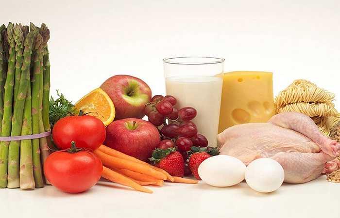 Theo Trung tâm kiểm soát và ngăn ngừa dịch bệnh, người Mỹ tiêu thụ trung bình khoảng 3.300 mg natri mỗi ngày. Nguồn cung cấp chính bao gồm muối được sử dụng trong nấu ăn và nguồn natri tự nhiên được tìm thấy trong thịt, rau và sữa, cũng như thực phẩm chế biến, trong đó có chứa hàm lượng natri.