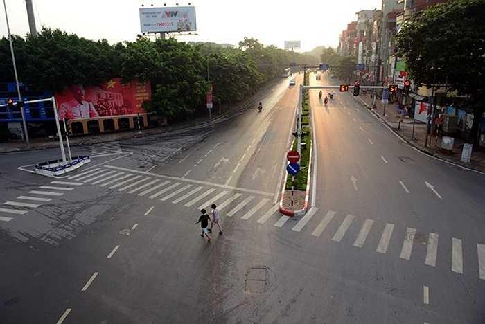 Tuyến đường Kim Mã, tuyến giao thông dẫn từ phía Tây vào trung tâm thành phố vào 6h30 các buổi sáng không thưa thớt phương tiện đi lại như thế này.