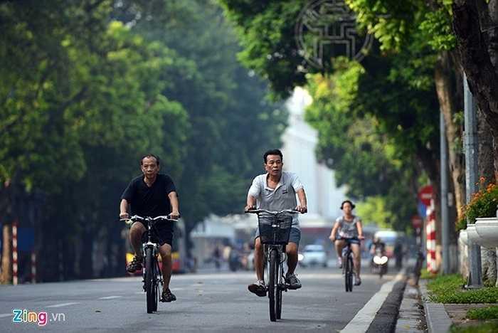 Người dân thong dong đạp xe trên phố Đinh Tiên Hoàng vắng vẻ. Đợt nghỉ lễ 2/9 kéo dài trong 4 ngày, từ 30/8 đến hết 2/9.