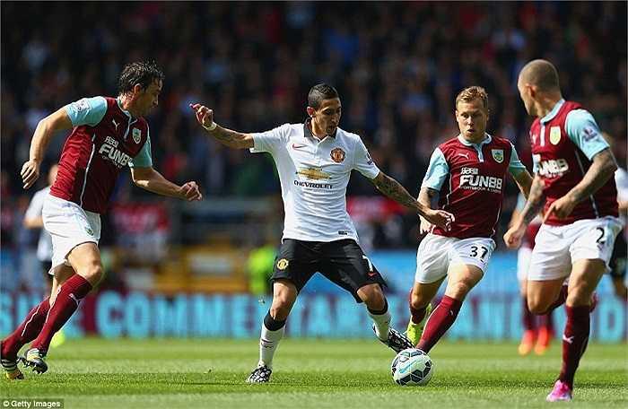 Ngay lập tức tiền vệ người Argentina đã phô diễn được tài năng của mình. Anh khiến các cầu thủ Burnley phải mướt mồ hôi vì lối đá lắt léo.