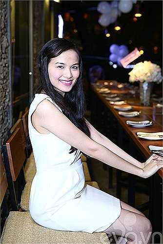 Hoa hậu Diễm Hương rạng rỡ tổ chức bữa tiệc sinh nhật ấm cúng mừng tuổi mới cùng bạn trai mới.