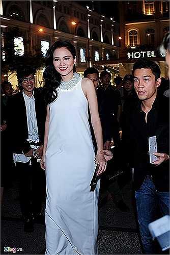 Có lẽ, Diễm Hương đang hạnh phúc hơn ai hết với bạn trai trong khi chờ đứa con đầu lòng.
