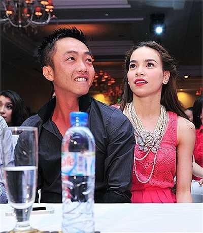 Hà Hồ xuất thân là một người mẫu, sau này, cô rẽ ngang sang nghiệp cầm mic.
