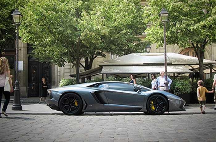 Vị trí quán quân thuộc về Lamborghini, hãng siêu xe với thiết kế thiên về đường thẳng, nếp cắt mạnh mẽ, tỷ lệ là 93 %.