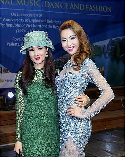 Giáng My cũng xuất hiện tại sự kiện và chụp hình kỷ niệm với hai người đẹp.