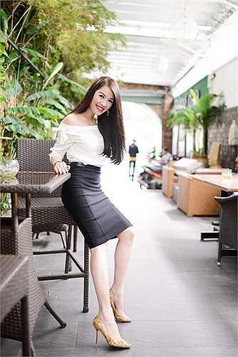 Suốt thời gian dài  bị tranh cãi về cách ăn mặc, thì nay style mặc đẹp của Quế Vân đã hướng đến thanh lịch, nhẹ nhàng và tinh tế.