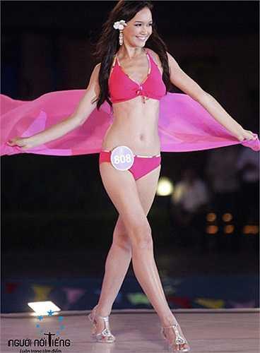 Cô từng trở về Việt Nam tham gia cuộc thi Hoa hậu thế giới người Việt 2010.
