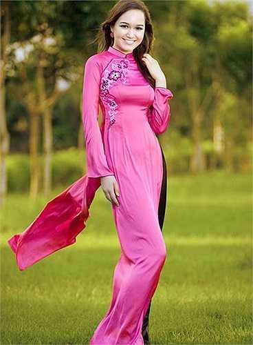 Cô cũng là đại diện của Việt Nam tham dự cuộc thi Miss World năm 2011.