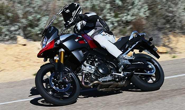 Suzuki V-Strom 1000. Mẫu adventure nhà Suzuki sử dụng động cơ V-twin dung tích 1.037 phân khối làm mát bằng chất lỏng. Tăng tốc từ 0-96 km/h sau 3,1 giây trước khi đạt tốc độ tối đa 203 km/h.