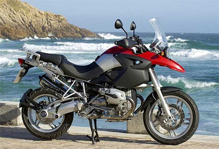 BMW 1200GS. Động cơ trên BMW 1200GS là loại boxer xi-lanh đôi dung tích 1.170 phân khối làm mát bằng chất lỏng. Thời gian tăng từ 0-96 km/h khoảng 2,9 giây, tốc độ tối đa 220,5 km/h.
