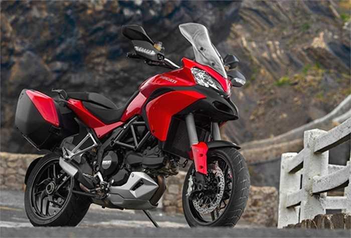 Ducati Multistrada. Mẫu xe đầu tiên được nhận định là sự kết hợp 4 trong 1, của sportbike, enduro, urban và touring. Động cơ là loại V-twin 1.198 phân khối. Thời gian tăng tốc 0-96 km/h khoảng 2,8 giây, tốc độ tối đa 241,4 km/h.