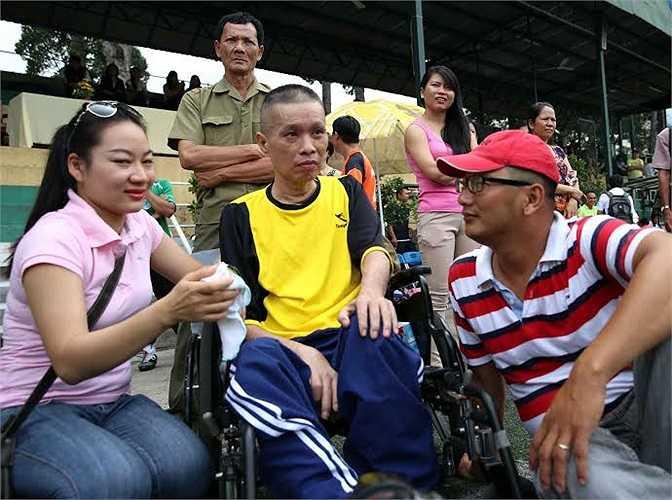 Những hình ảnh rơi nước mắt từ tấm chân tình mà đồng đội gửi tới nhà báo Minh Hùng