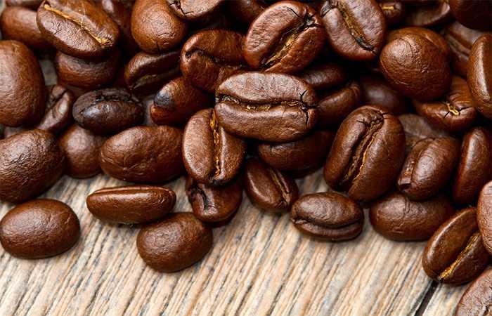 Nước tăng lực có thể không tốt cho bạn vì chúng có chứa rất nhiều Caffeine. Caffeine khiến bạn lo lắng và thậm chí có thể dẫn tới đau đầu. Caffeine cũng dẫn tới đau dạ dày và có thể khiến các vấn đề sức khỏe khác trở nên tồi tệ hơn.