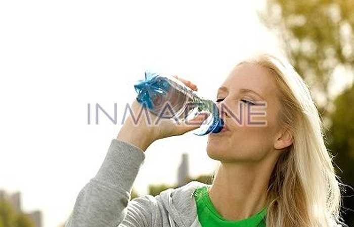 Bên cạnh đó, một số nghiên cứu đã chỉ ra rằng các loại nước tăng lực có tác động tốt đối với sức bền trong các môn aerobic. Tuy nhiên, đồ uống này sẽ làm tăng huyết áp, căng cơ bắp và về lâu dài làm mất nước trong cơ thể. Vì vậy, bạn sẽ dễ bị đuối nhanh hơn khi dùng nước tăng lực thay cho nước lọc.