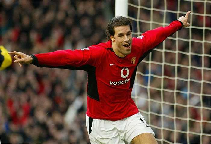 Trước khi chuyển đến Real vào năm 2006, Van Nistelrooy đóng góp 95 pha lập công sau 150 trận ở Premier League.