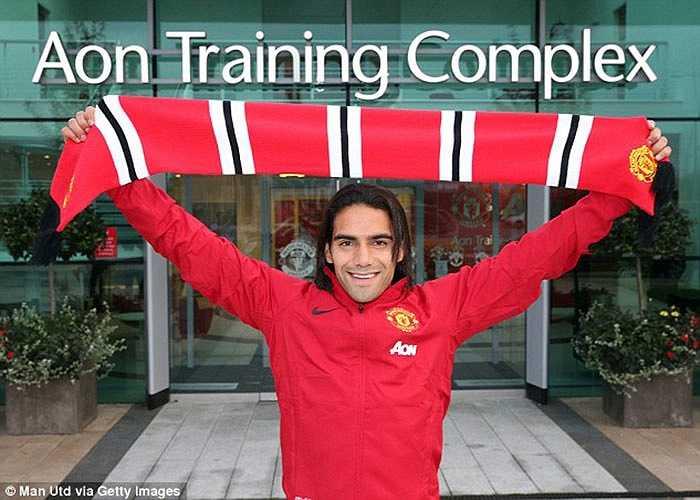 Sau rất nhiều chờ đợi, Falcao đã cập bến Man Utd