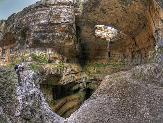 Thời điểm tốt nhất để ghé thăm nơi đây là tháng 3 hoặc tháng 4 hàng năm. Đây là lúc dòng nước chảy từ trên núi xuống mạnh nhất, do đó, khắc sâu thêm vẻ đẹp kỳ ảo của thác nước 3 tầng.