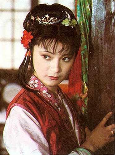 Bảo Thiềm (Diêm Thanh) vốn là a hoàn của Hạ Kim Quế có tính cách xấc xược.