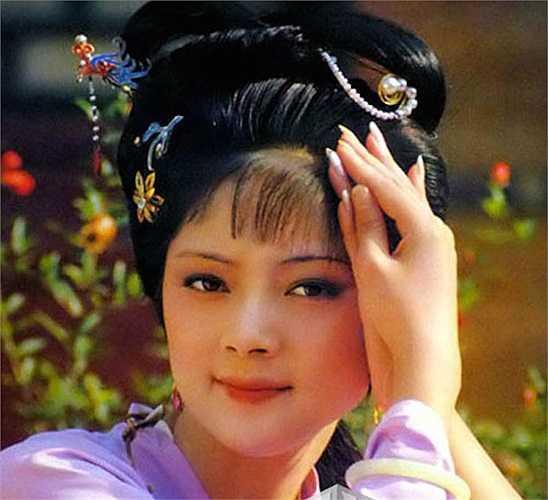 Trong Hồng Lâu Mộng, ngoài vẻ đẹp u buồn của Lâm Đại Ngọc thì nhan sắc 'hoa nhường nguyệt thẹn' cùng phẩm cách đoan trang, sắc sảo của Tiết Bảo Thoa (Trương Lợi) cũng được người xem yêu mến