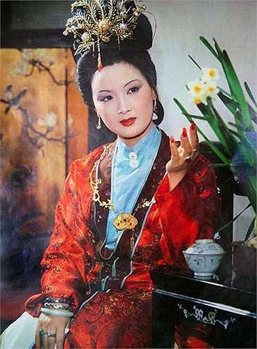 Vương Hy Phượng (Đặng Tiệp) gây ấn tượng với người xem nhờ sự sắc sảo, có thể quán xuyến công việc nhà cửa 'đâu ra đấy'.