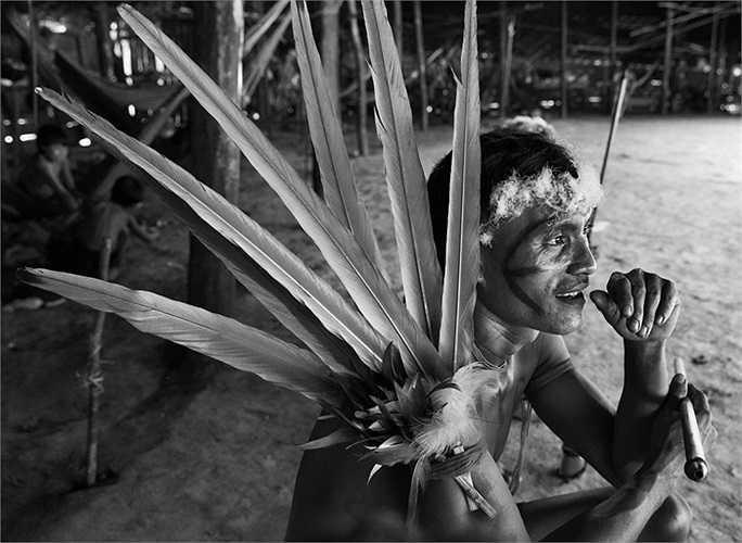 Thầy phù thủy của bộ lạc trong nghi lễ