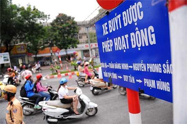 Ôtô theo hướng Cầu Giấy - Mai Dịch phải đi vào phố Chùa Hà.