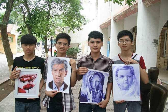 Nguyễn Quang Vinh (áo kẻ) mong muốn có thể vẽ theo nhiều trường phái khác trong tương lai. Vinh tâm sự: 'Sau khi ra trường mình sẽ trở thành kiến trúc sư nhưng vẫn theo đuổi hội họa vì đó là đam mê'.