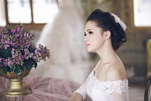 Hương Giang trở thành 'hiện tượng' của cuộc thi Vietnam Idol 2012 nhờ việc dũng cảm công khai mình là người chuyển giới.