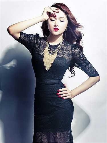 Hương Giang được đánh giá là một trong những nghệ sỹ chuyển giới xinh đẹp và nữ tính nhất showbiz Việt.