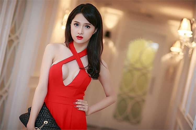 Bước ra khỏi Vietnam Idol, Hương Giang là cái tên được săn đón nhờ tài năng và cả cuộc sống đời tư công khai.