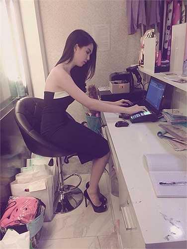'Bà chủ' Ngọc Trinh nhờ kinh doanh mà một tay sắm những món đồ hàng hiệu đắt đỏ.