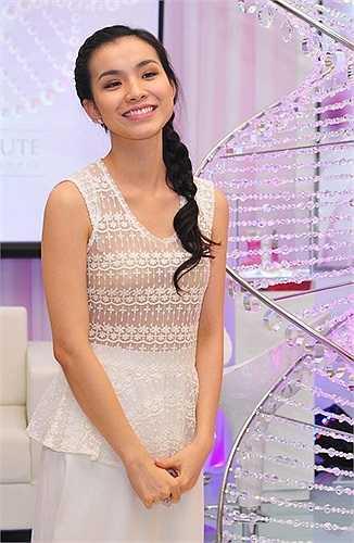 Sau khi đăng quang Hoa hậu Hoàn vũ 2008, tên tuổi Hoa hậu Thùy Lâm nổi như cồn và sự nghiệp của cô nổi lên như diều gặp gió. Cô xuất hiện trong showbiz với nhiều vài trò như MC, diễn viên, ca sĩ... và vô cùng đắt show.