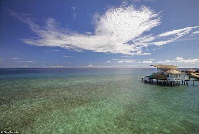Biệt thự ven biển Duplex - khách sạn Viceroy Maldives: Với diện tích hơn 180m2, phòng siêu sang của khách sạn này có giá 1.393 bảng/đêm (gần 49 triệu đồng).