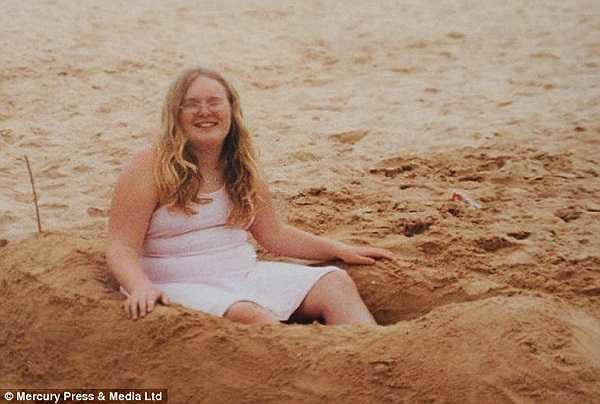 Vì thế cân nặng của cô đạt gần 100kg khi mới 15 tuổi.