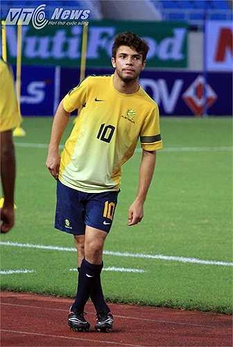 Daniel de Silva - cầu thủ được coi là thần đồng của bóng đá xứ Chuột túi gây sự chú ý nhất trên sân.