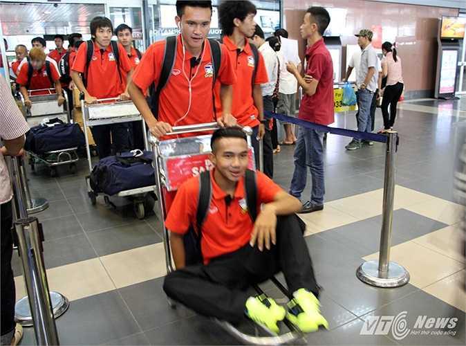 Đội hình U19 Thái Lan đến Việt Nam lần này không có nhiều thay đổi so với giải U22 trước đó ở Brunei. Họ gọi trở lại các cầu thủ được trả về CLB trước đó.