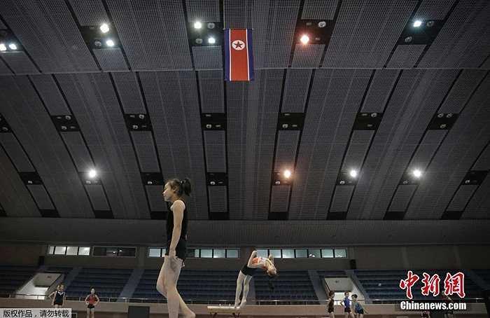 Các nữ vận động viên Triều Tiên tập luyện