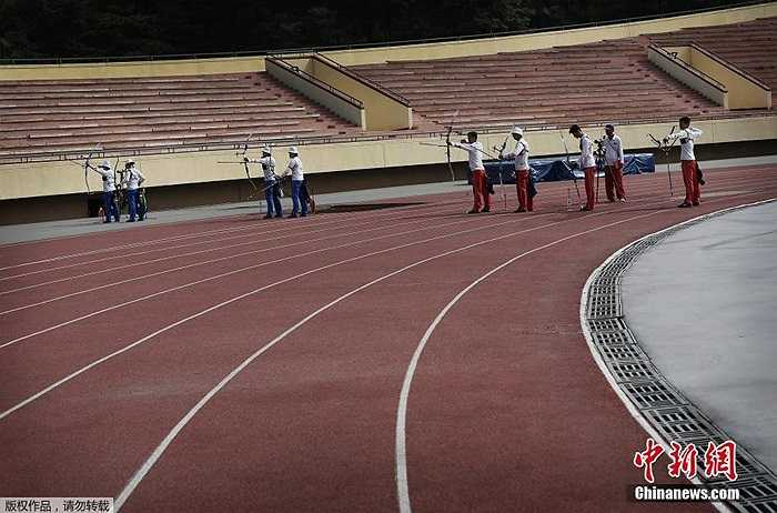 Vận động viên Triều Tiên tập bắn cung