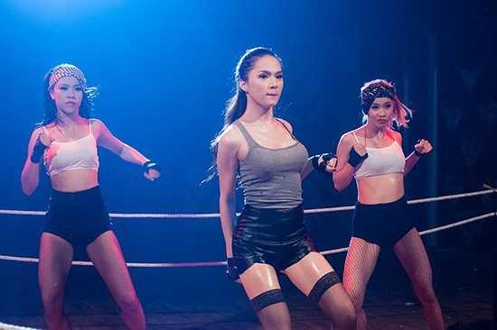 Nhìn vào những hình ảnh này, nhiều người có thể không nhận ra Hương Giang Idol là một nữ ca sĩ chuyển giới.