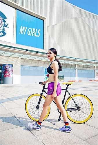 Và cũng nhờ chăm chỉ luyện tập thể dục thể thao mà Hương Giang khiến nhiều người ghen tị bởi vóc dáng rất nữ tính.