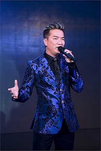 Đặc biệt, sự xuất hiện của Mr Đàm trên sân khấu với những bản nhạc được yêu thích nhất của anh thực sự đã làm nổ tung sân khấu