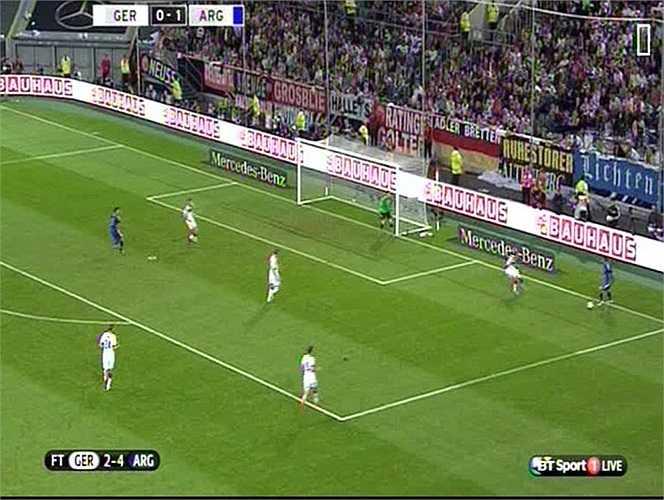 Tân binh của Man Utd đã làm cực tốt điều này. Ngay trong hiệp 1, anh đã có 2 đường kiến tạo tuyệt đẹp cho Aguero và Lamela ghi bàn